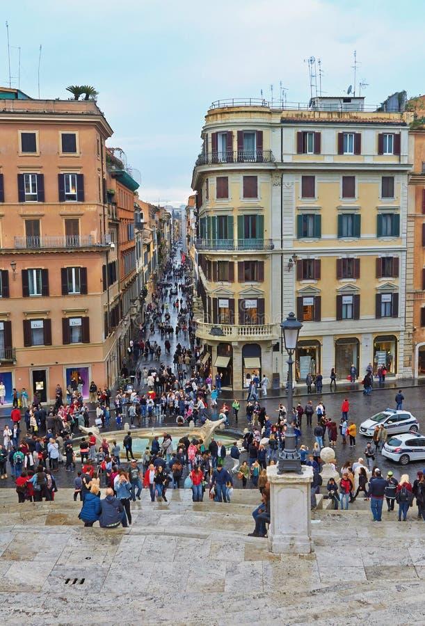 No centro histórico de Roma Itália Atrav?s de Condotti foto de stock