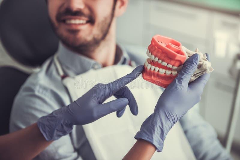 No dentista fotografia de stock