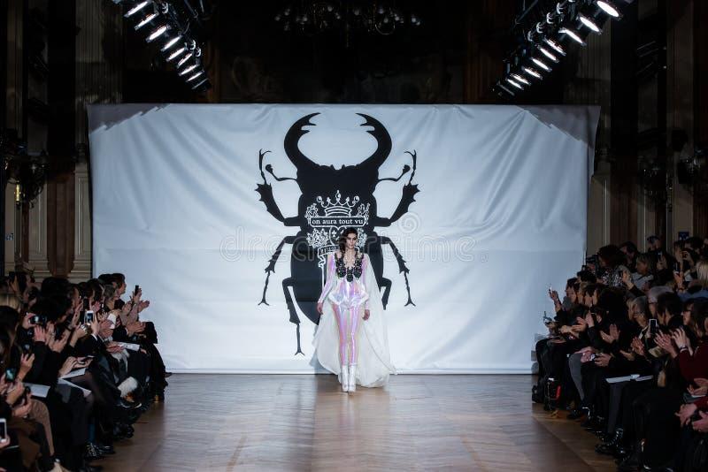 No desfile de moda 2013 do verão da mola do vu da candonga da aura foto de stock royalty free