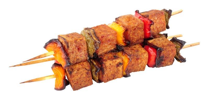 No espeto da carne do Spam com pimentas doces imagens de stock royalty free