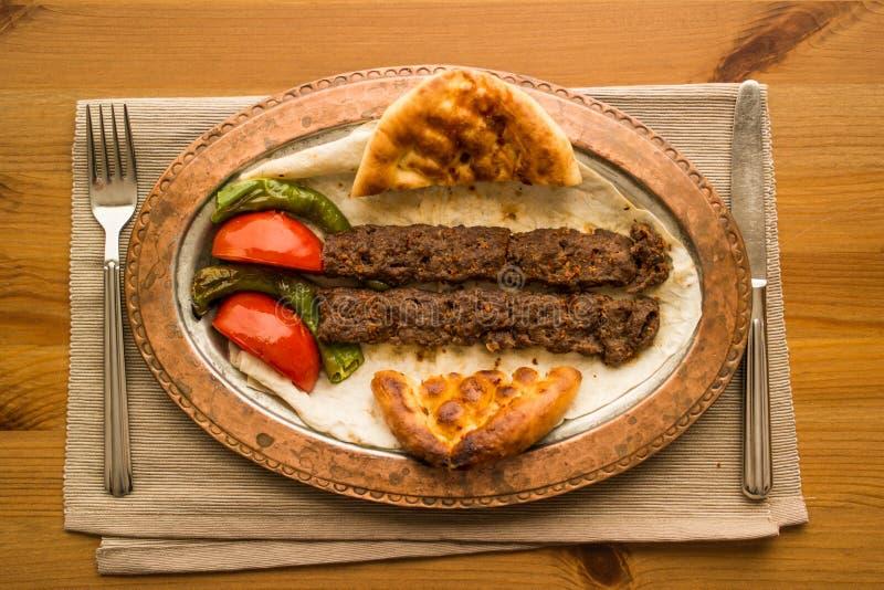 No espeto de adana do turco fotos de stock