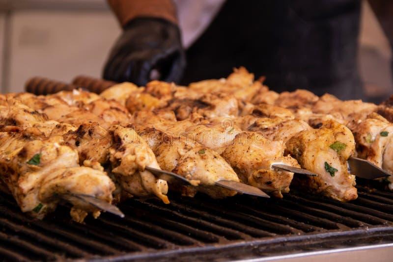 No espeto grelhado carne Roasted em espetos fotografia de stock