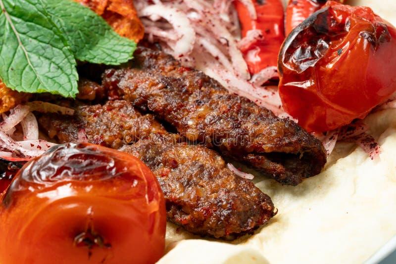 No espeto shish turco de Adana imagem de stock royalty free