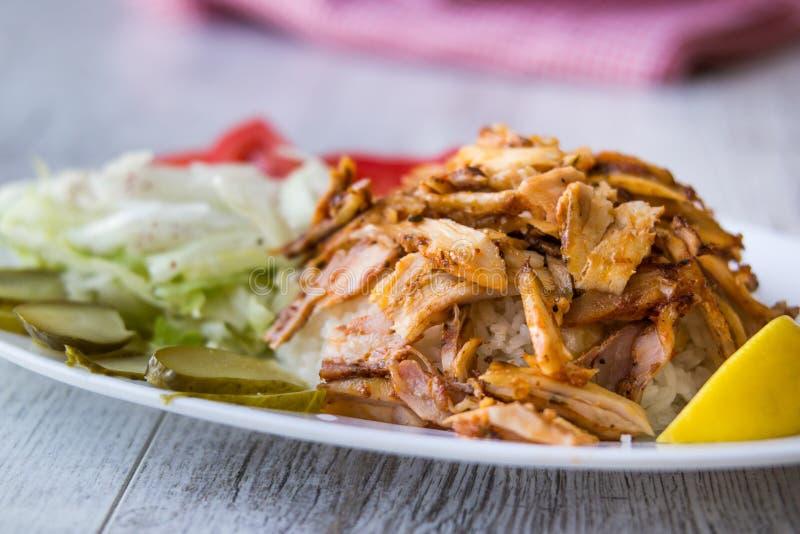 No espeto turco de Doner da galinha com arroz imagem de stock royalty free