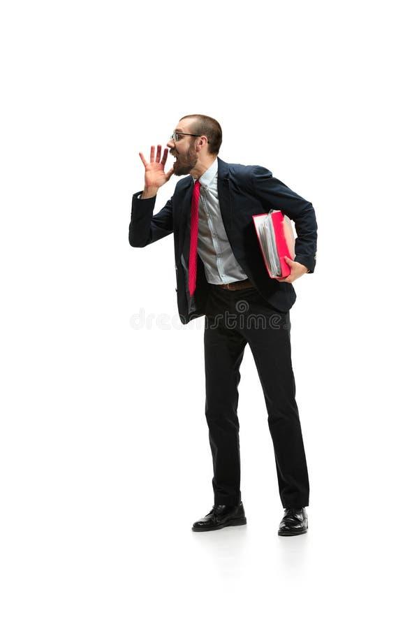No falte Grito casual joven del hombre grito Hombre emocional gritador que grita en el fondo blanco del estudio foto de archivo libre de regalías