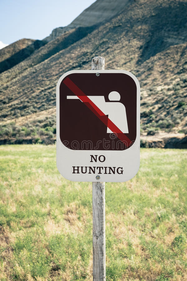 Free No Hunting Sign On Public Land Royalty Free Stock Photography - 41989997