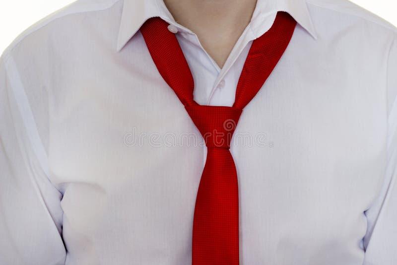 No implican a un hombre en una camisa blanca y un lazo rojo, lazo, primer, hombre de negocios fotos de archivo libres de regalías