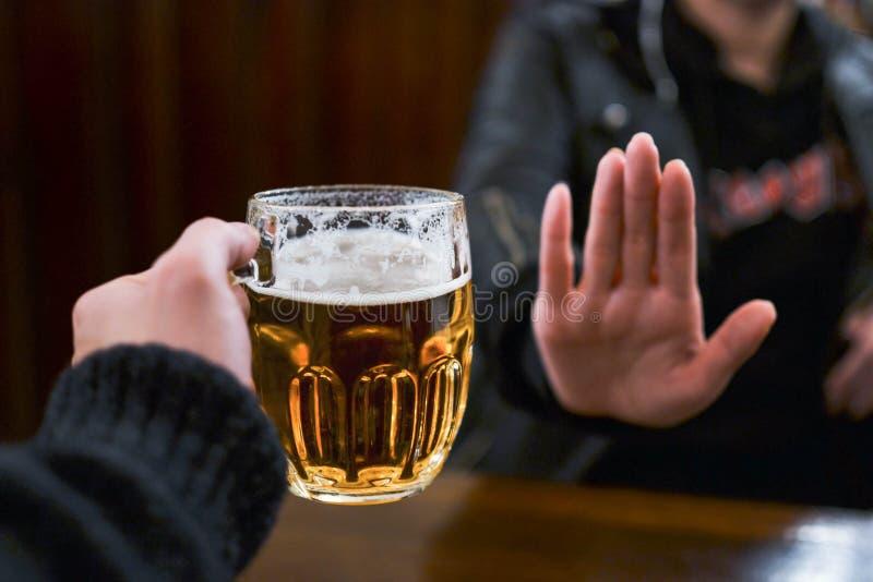 No más de cerveza para mí fotografía de archivo