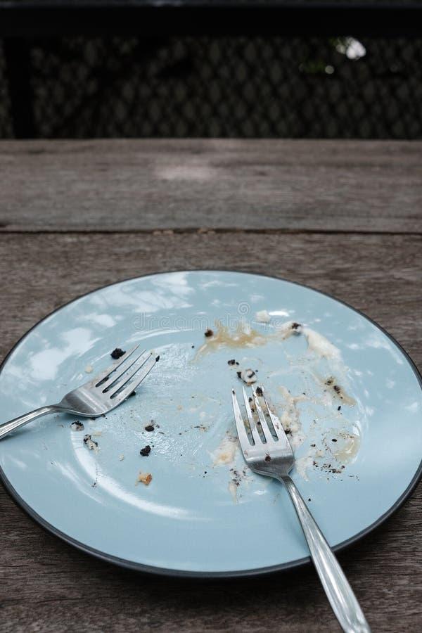 No może kończyć jedzenie błękitny talerz obraz stock