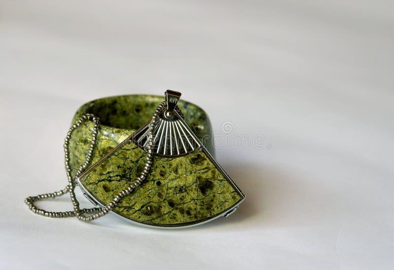 No obstante, los productos miniatura de la piedra semipreciosa verde imágenes de archivo libres de regalías