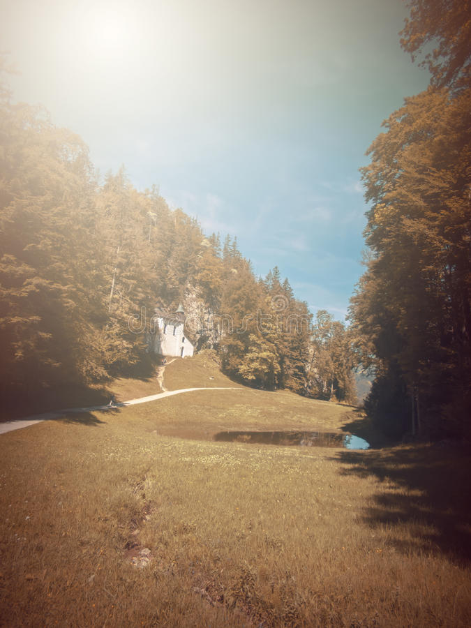 No outono Fábula da fantasia no parque com cena do nascer do sol imagens de stock