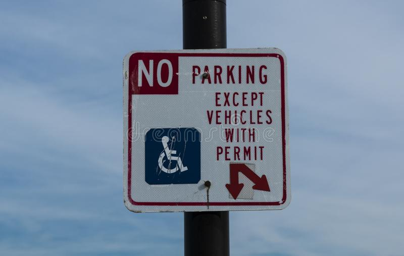 No Parking except with handicapped permit. A sign dictating that there is No Parking except for vehicles with a hanicapped permit stock images