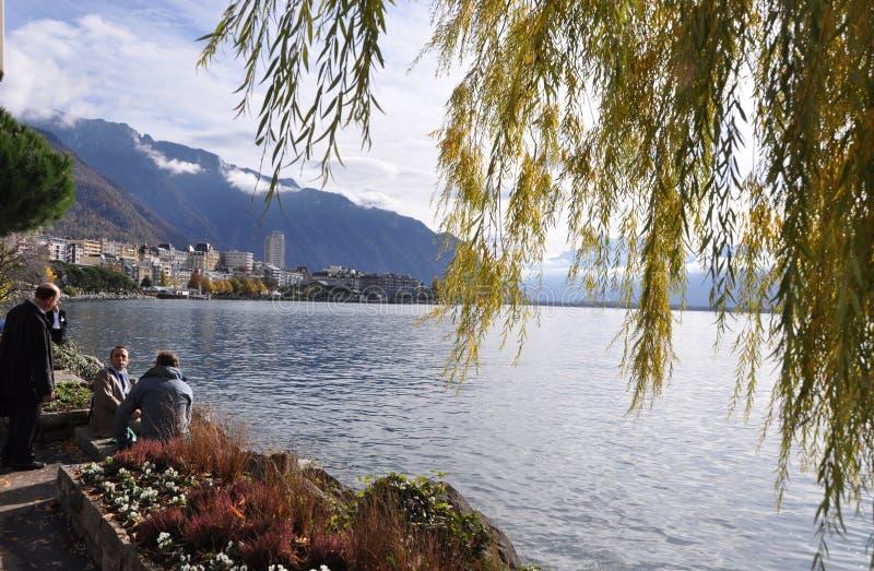 No pensionista do lago Genebra na cidade de Montreux no centro de congresso, onde as negociações nucleares com Irã ocorreram imagens de stock royalty free