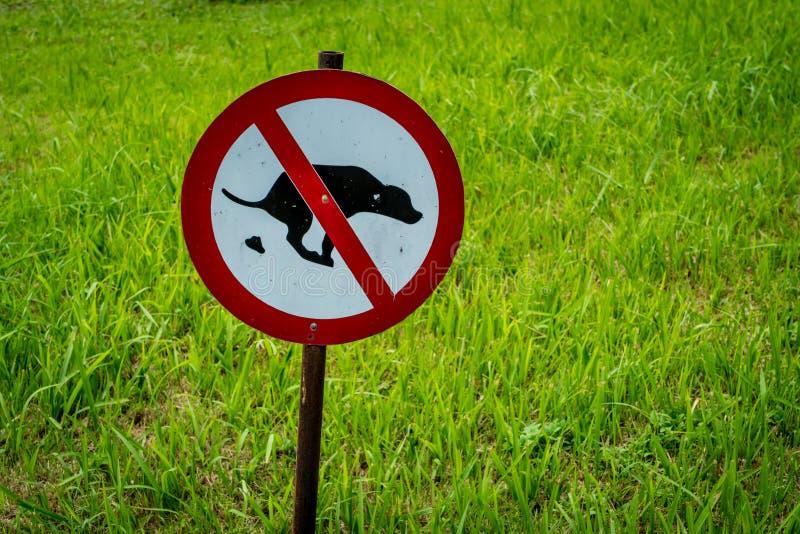 No permitir la muestra de las heces del perro imagen de archivo libre de regalías