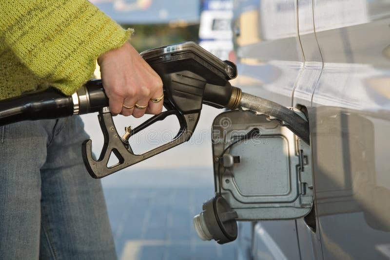 No posto de gasolina imagens de stock