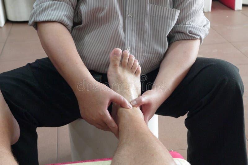No salão de beleza da massagem imagem de stock