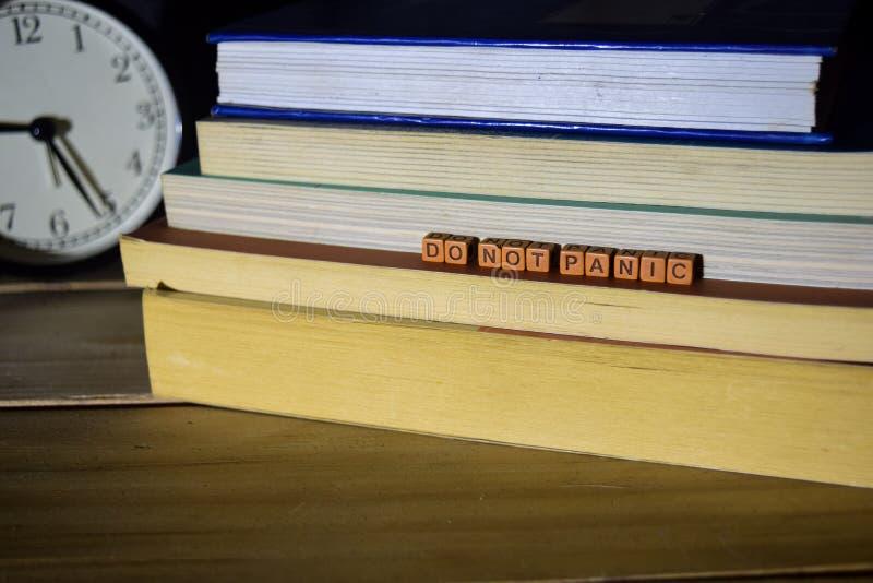 No se atierra el concepto con la cita escrita en bloques de madera Imagen procesada cruz imagenes de archivo