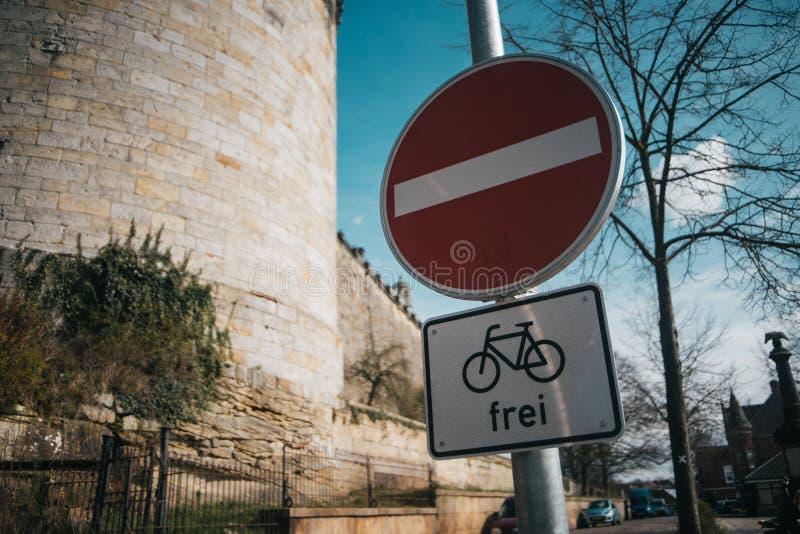 No wchodzić do drogowego znaka z obrazy royalty free