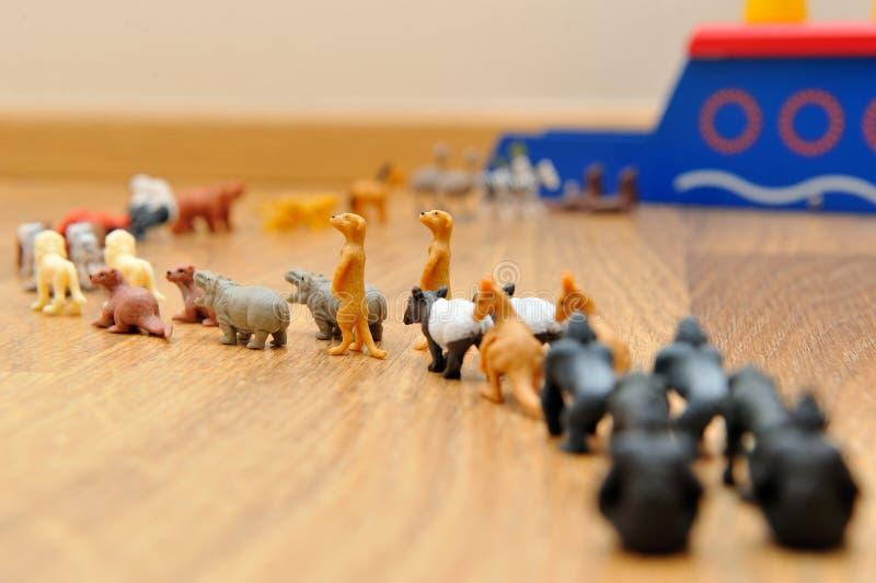 Noahs tillflykt med djur från leksaker arkivfoto