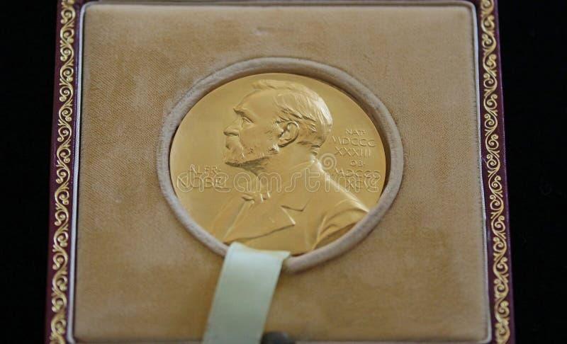 Nobelprisen av George Emil Palade - som doneras i Bucharest ROM-minne fotografering för bildbyråer