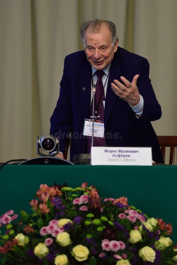 Nobelprispristagare i fysik Zhores Alferov arkivfoto
