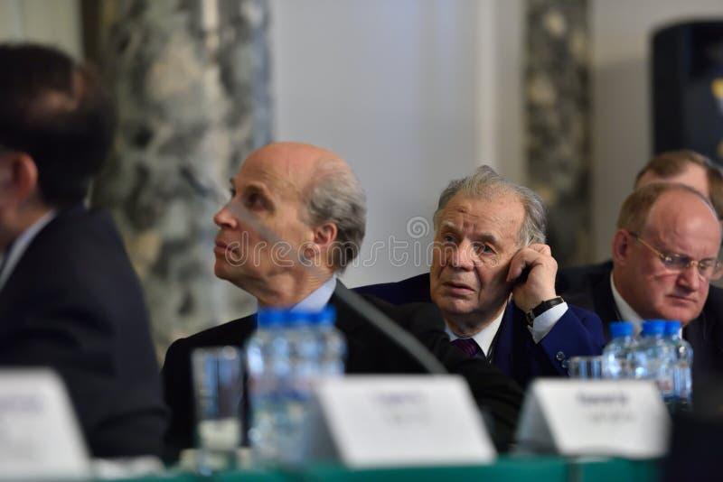 Nobelprispristagare Roger Kornberg och Zhores Alferov royaltyfri bild