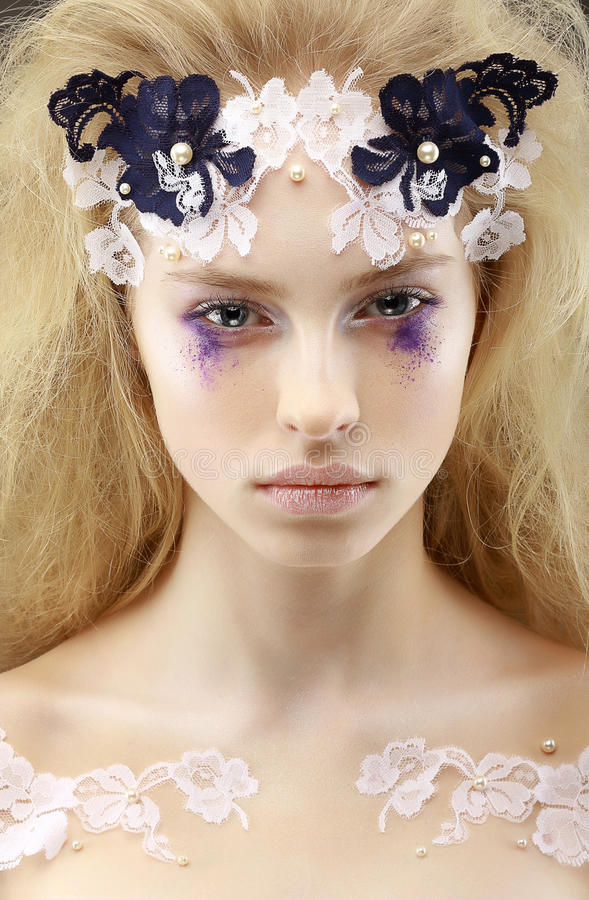 Noble überzeugte Frau blond. Futurismus stockbild