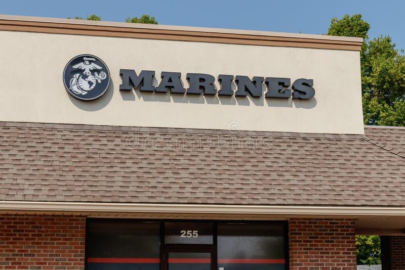 Noblesville - Circa Augustus 2018: Verenigde Staten Marine Corps Recruiting Command I royalty-vrije stock afbeeldingen
