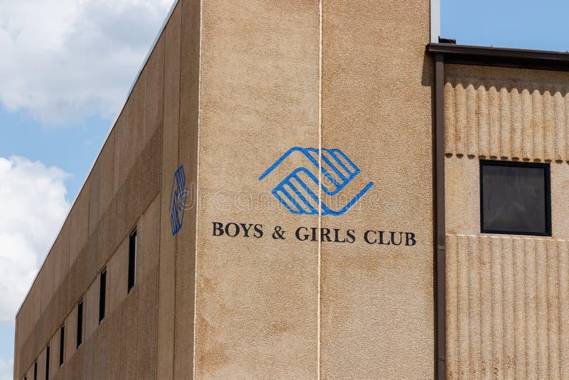 Noblesville - Circa Juli 2018: Pojke- & flickaklubbalogo och signage Pojkar & flickaklubbor ger efter-skola program I royaltyfri foto