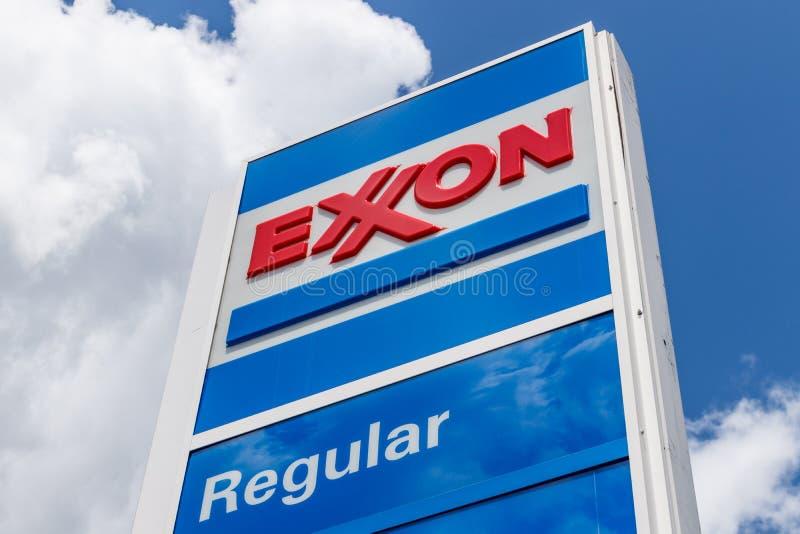 Noblesville - circa julio de 2018: Exxon Retail Gas Location ExxonMobil es el ` s Largest Oil and Gas Company del mundo III fotografía de archivo libre de regalías