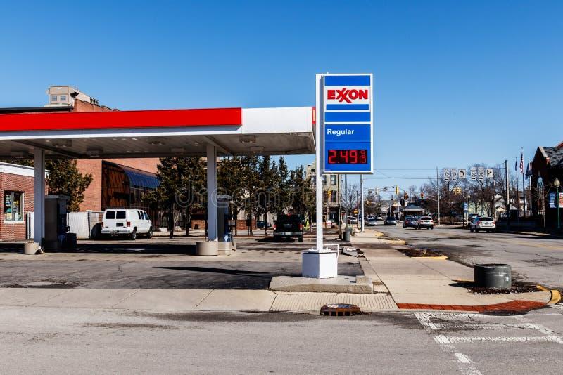 Noblesville - circa marzo de 2018: Exxon Retail Gas Location ExxonMobil es el ` s Largest Oil and Gas Company del mundo I fotos de archivo libres de regalías