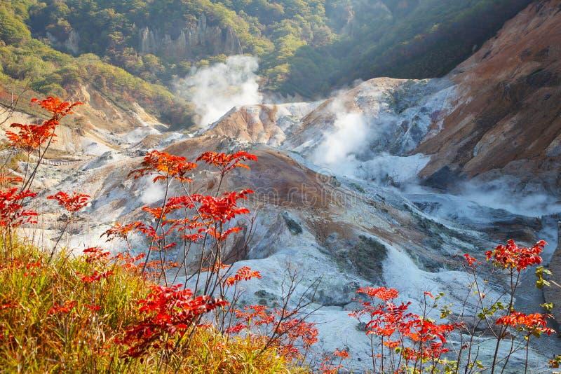 Noboribetsu, Hokkaido, Japão no vale do inferno de Jigokudani imagem de stock