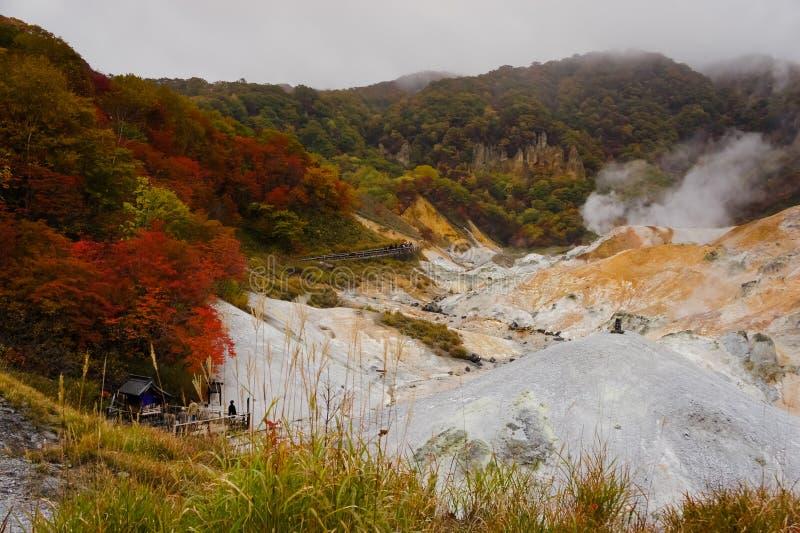 Noboribetsu Jigokudani, vapore aumenta dal vulcano attivo in Shiko fotografie stock libere da diritti