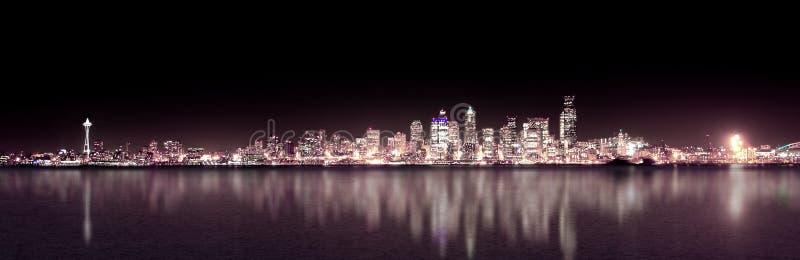 noc fioletowy panoramiczny Seattle fotografia stock