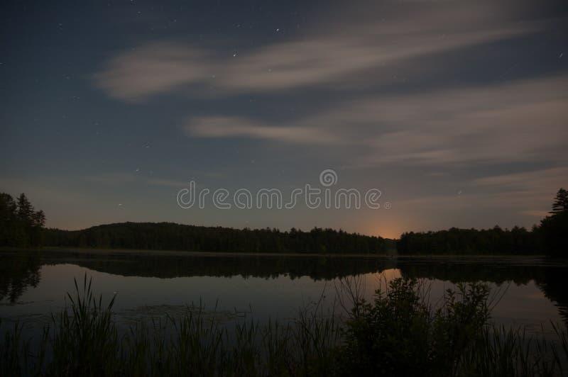 Noc krajobraz staw obraz stock