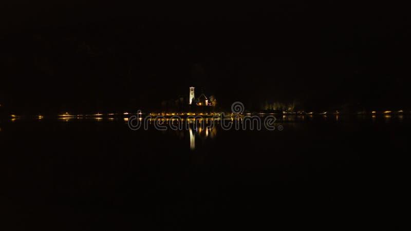 Noc na jeziorze zdjęcie royalty free