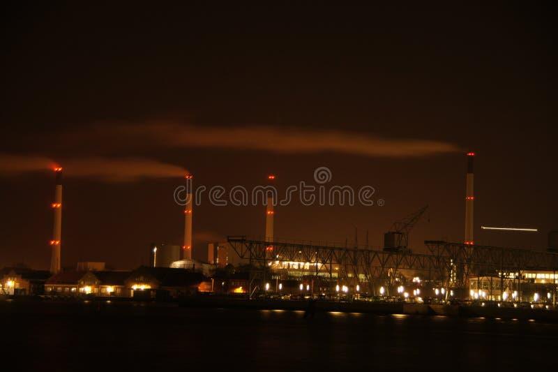 Noc nad fabrykami obraz stock