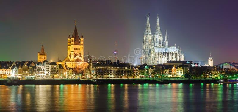 Noc panoramiczny widok Kolonia, Niemcy zdjęcie stock