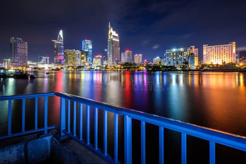 Noc pejzaż miejski Hochiminh miasto, Wietnam zdjęcia stock