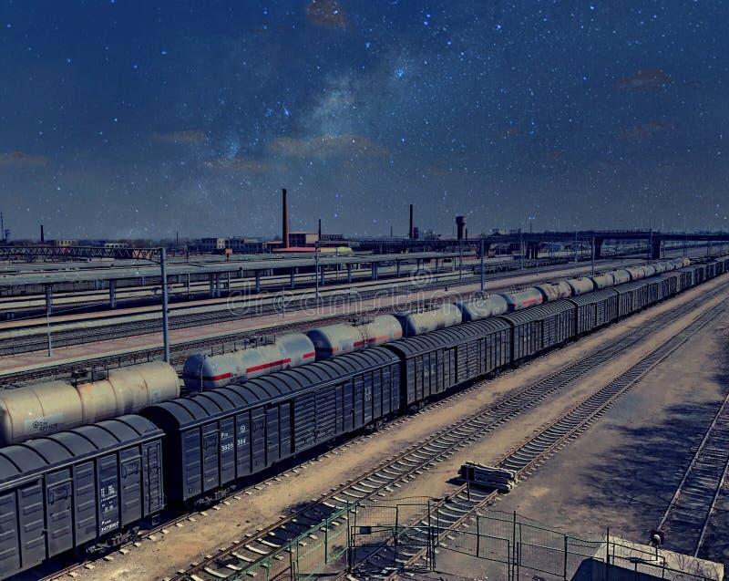 Noc pociągu towarowego porcelana obraz stock