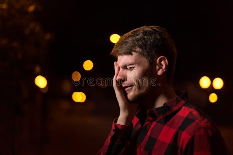 Noc portret modnisia mężczyzna zdjęcie stock