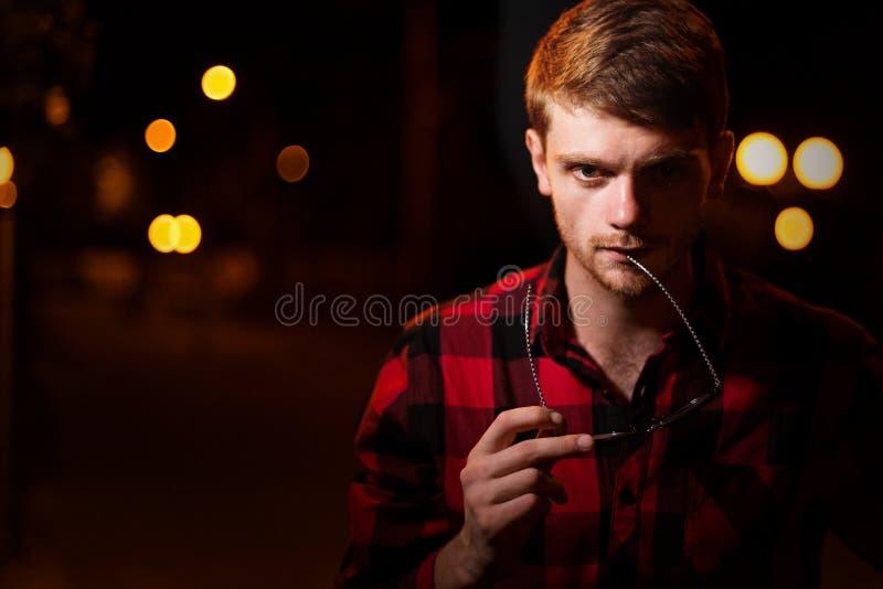 Noc portret modnisia mężczyzna fotografia stock