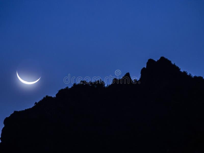 Noc przy antisana Vocano z księżyc obraz royalty free