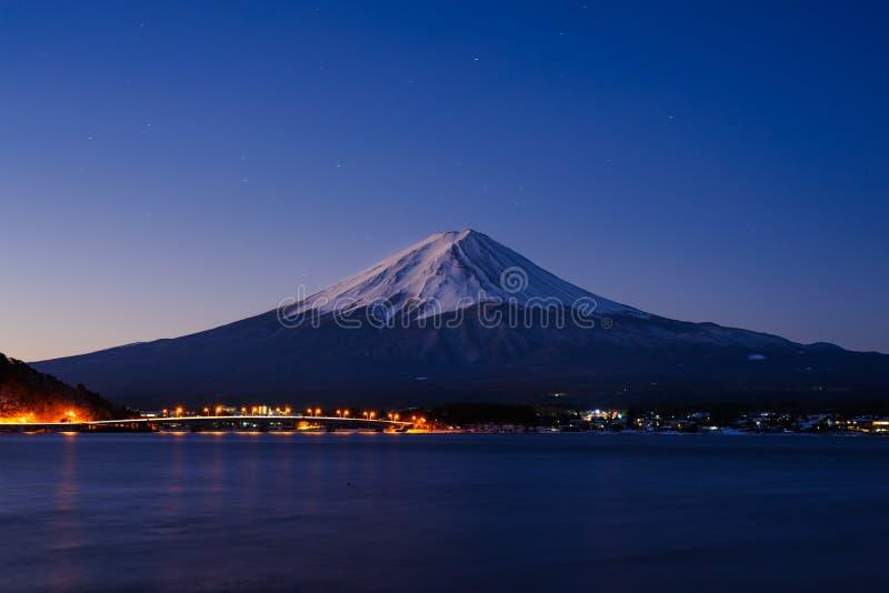 Noc przy Kawaguchiko obrazy stock