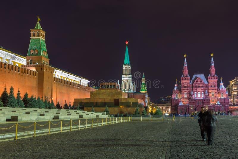 Noc przy placem czerwonym Moskwa Kremlin, Twierdzi Dziejowego muzeum i Lenin mauzoleum, Rosja obraz stock