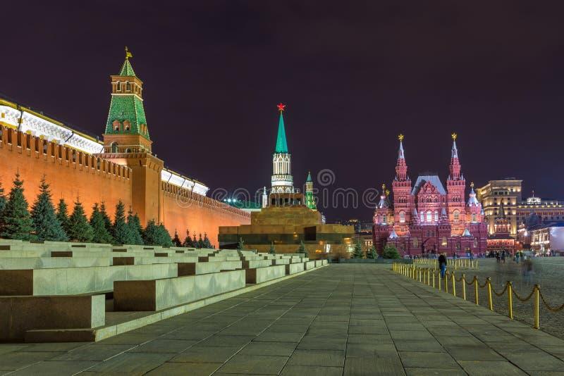Noc przy placem czerwonym Moskwa Kremlin, Twierdzi Dziejowego muzeum i Lenin mauzoleum, Rosja obrazy stock