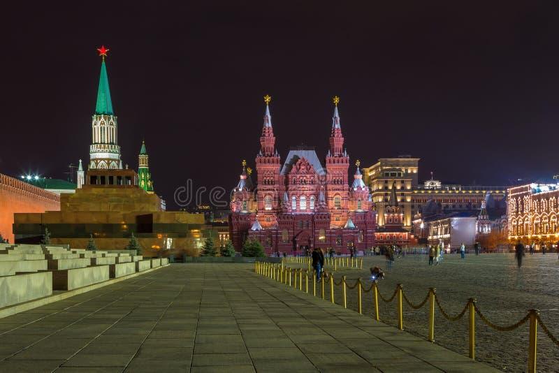 Noc przy placem czerwonym Moskwa Kremlin, Twierdzi Dziejowego muzeum i Lenin mauzoleum, Rosja zdjęcia royalty free