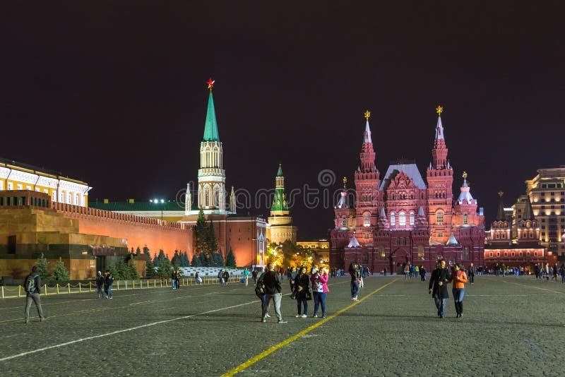 Noc przy placem czerwonym Moskwa Kremlin, Twierdzi Dziejowego muzeum i Lenin mauzoleum, Rosja fotografia royalty free
