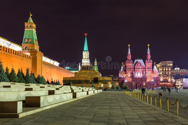 Noc przy placem czerwonym Moskwa Kremlin, Twierdzi Dziejowego muzeum i Lenin mauzoleum, Rosja obrazy royalty free