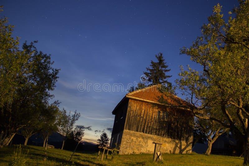Noc przy wioską fotografia royalty free